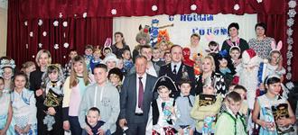 Воспитанников школы-интерната поздравили с наступающим Новым годом...
