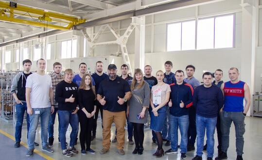 На заводе состоялась встреча с известными спортсменами...