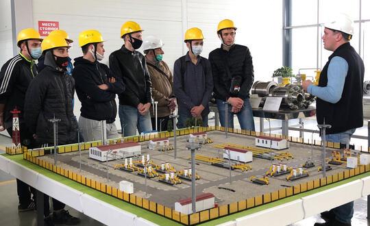 На ООО «Завод «Нефтегазоборудование» была проведена экскурсия для студентов...